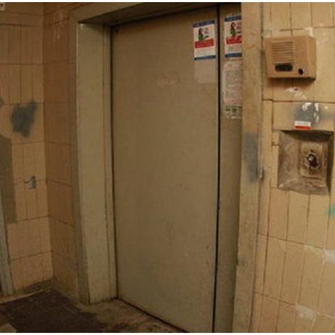 В одном из домов Киевской области ввели оплату за проезд в лифте