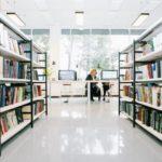 В подъезде киевского дома появилась собственная библиотека