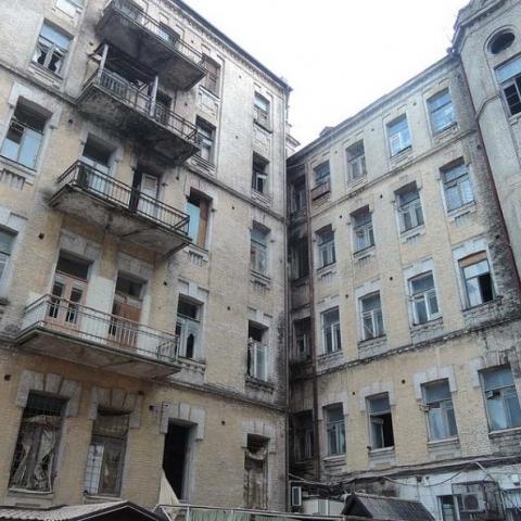 В столице насчитали более сотни аварийных домов