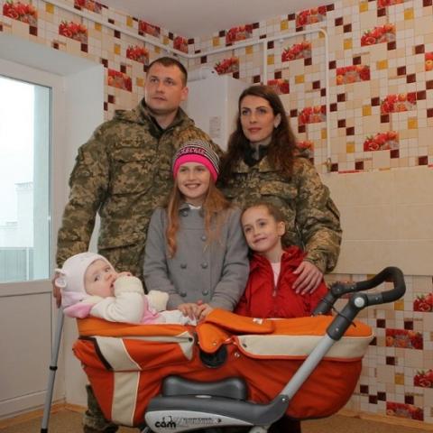 В Украине построят 100 общежитий для военных