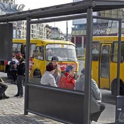 В Украине запретят строить остановки без защитных ограждений