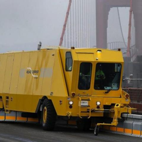 Власти придумали как разгрузить трафик на мосту Патона