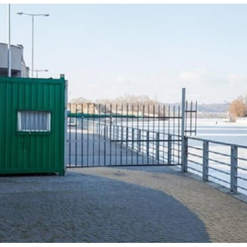 Возле ЖК RiverStone вновь установили забор