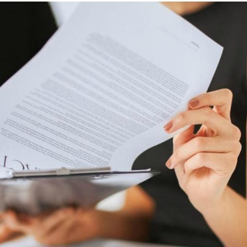 Советы юриста: Какие документы должен предоставить застройщик и как проверить их подлинность