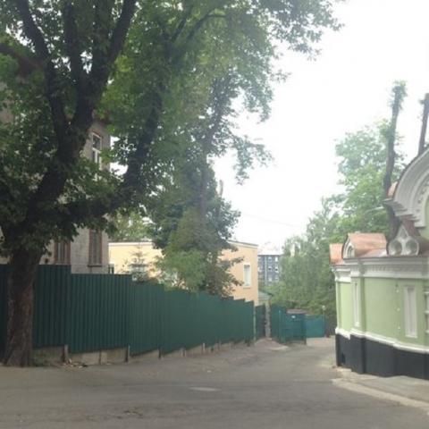 Возле Покровского монастыря распродают недвижимость