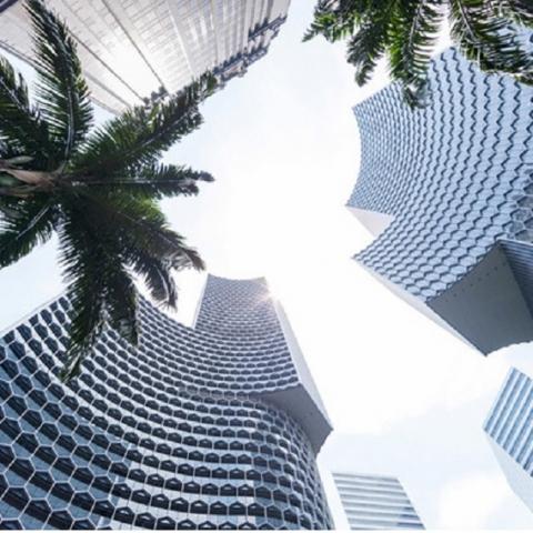 Жилые небоскребы «из медовых сот» в Сингапуре
