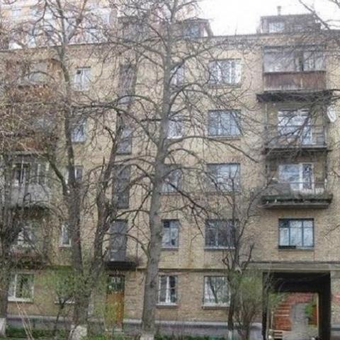 Жители дома на Печерске жалуются в прокуратуру на некачественный ремонт подъезда