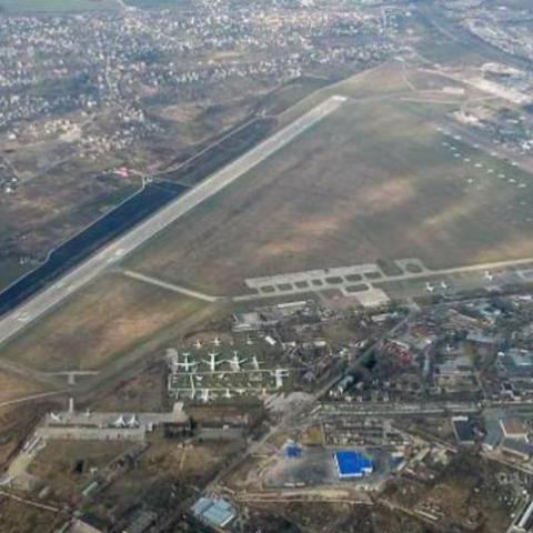 Жители соседствующих с аэропортом Киев многоэтажек требуют запретить ночные полеты