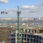 В ЖК Edelweiss House ведутся строительные работы на последних этажах